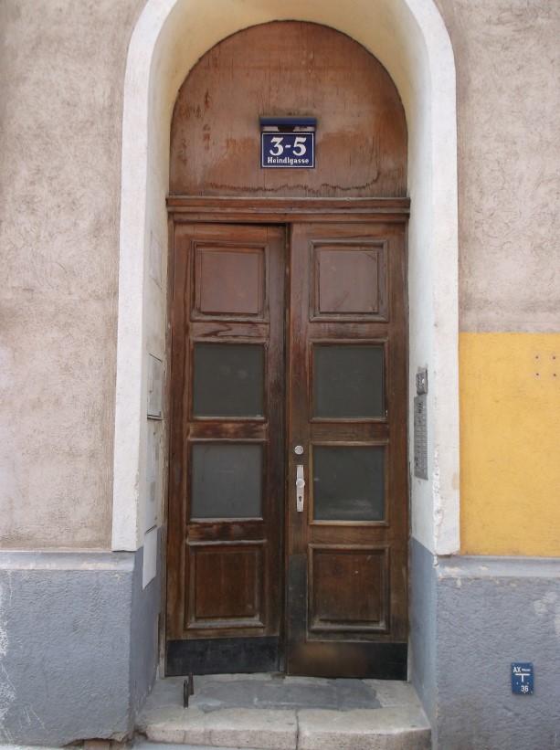 Eingangstür vor Sanierung