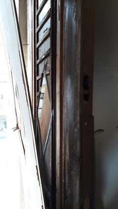 Eingangstür während Rückbau Detail