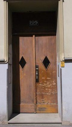 Eingangstür vor Renovierung