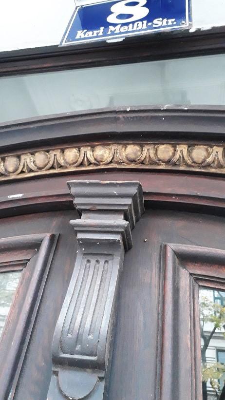 Eingangsportal vor Sanierung