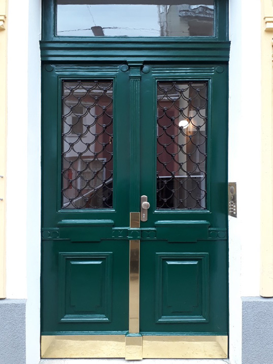 restaurierung von Eingangstüren